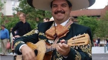 Mexican immigrants play love song; tips please!